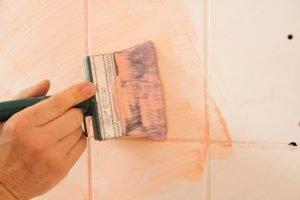 Fliesen streichen: Wann es Sinn macht und worauf muss geachtet werden